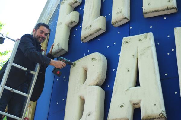 Geschäftsführer Guido Marc Gosch baut die Fliegenden Bauten ab