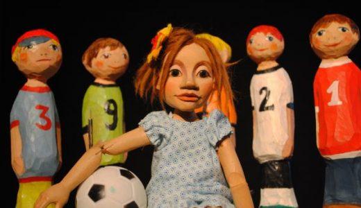 Leider nicht so stark: Maja und das Fußballteam
